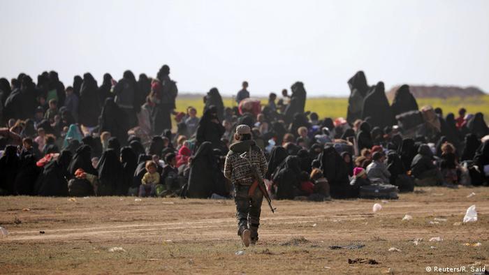 Syrien Baghouz Zivilisten fliehen aus letzter IS-Bastion