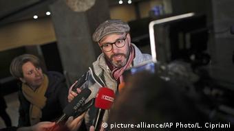 Mağdurlardan François Devaux gazetecilere açıklamalarda bulundu