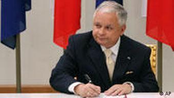 Polish President Lech Kaczynski signing the Lisbon treaty