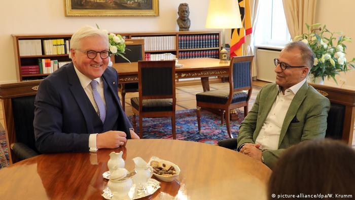 دیدار فرانک والتر اشتاینمایر، رئیس جمهوری آلمان با امیرحسن چهلتن، نویسنده ایرانی در کاخ بلوو در برلین