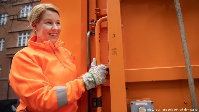 Berlin - Netzwerk-Treffen von Müllwerkerinnen: Franziska Giffey Bundesfamilienministerin