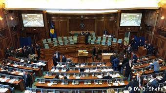 Kosovo Parlament (DW/B. Shehu)
