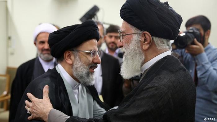 Ebrahim Raisi (l.) und Ayatollah Chamenei