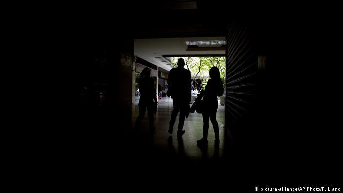 Venezuela Caracas Stromausfall (picture-alliance/AP Photo/F. Llano)
