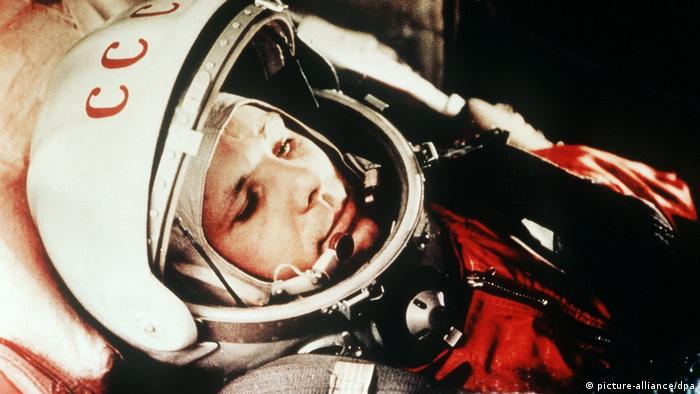 Juri Gagarin in seinem Raumanzug im April 1961