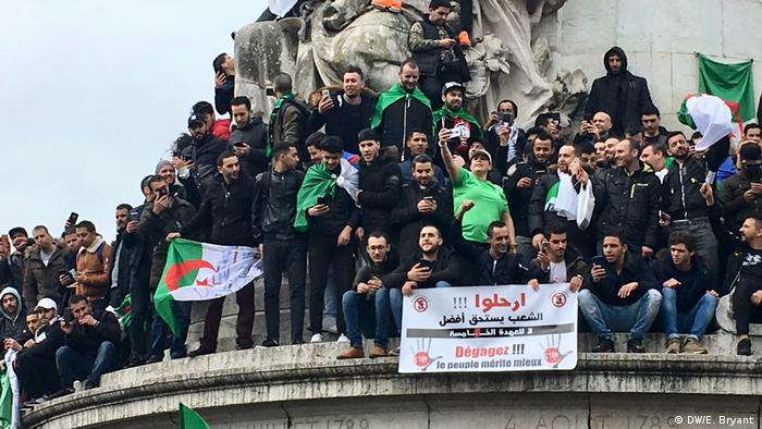 Protesters in Paris (DW/E. Bryant )