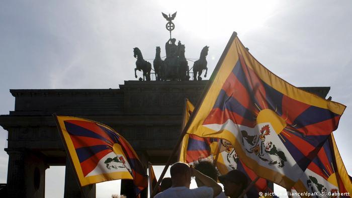 Berlin - Protestival for Tibet Demonstration für Menschenrechte in Tibet (picture-alliance/dpa/K.-D. Gabbertt)
