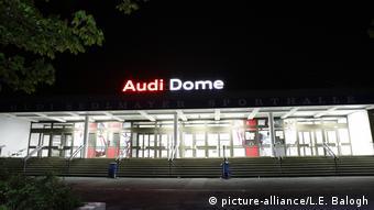 München - Audi Dome bei Nacht
