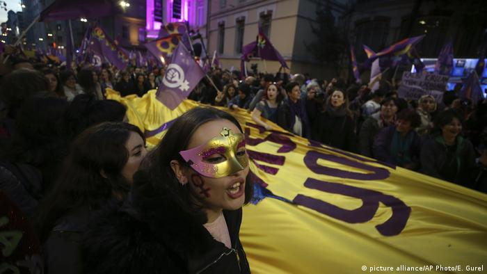 Türkei Weltfrauentag in Istanbul - Protest (picture alliance/AP Photo/E. Gurel)