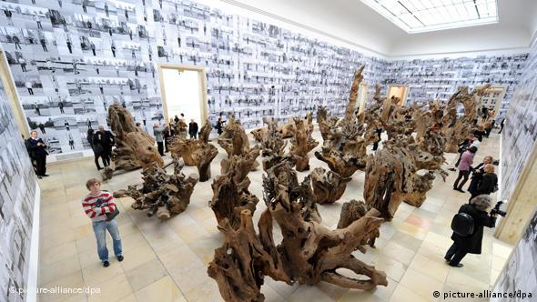 This hall contains three works of art: Rooted Upon (100 tree parts), Soft Ground (the carpet with a tile pattern) and Fairytale (1,001 pictures of Chinese visitors)