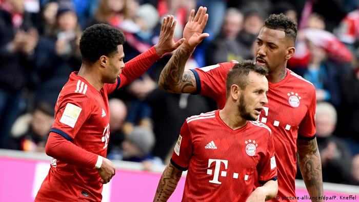 Bundesliga FC Bayern München v VfL Wolfsburg | Jubel (picture-alliance/dpa/P. Kneffel)