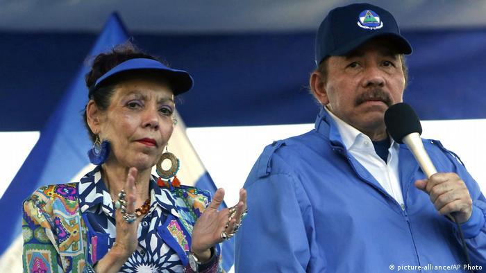 Nicaragua Rosario Murillo und Daniel Ortega in Managua (picture-alliance/AP Photo)