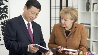 Chinese president Xi Jinping (L) and German Chancellor Angela Merkel