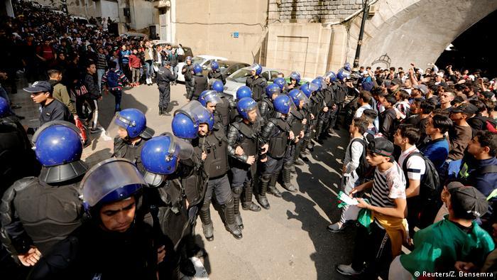Algerien Studenten protestieren in Algier gegen Bouteflika (Reuters/Z. Bensemra)
