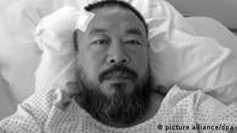 Ai Weiwei at the hospital in Munich, Copyright: dpa - Bildfunk