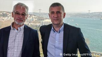 ZDF televizyonun İstanbul bürosu şefi Jörg Brase (sağ) ile Tagesspiegel gazetesinin Türkiye muhabiri Thomas Seibert