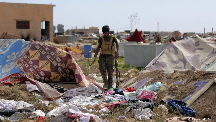 SDF fighters moved through Baghouz retrieving weapons