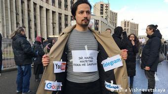 На акции протеста в Москве против цензуры в интернете
