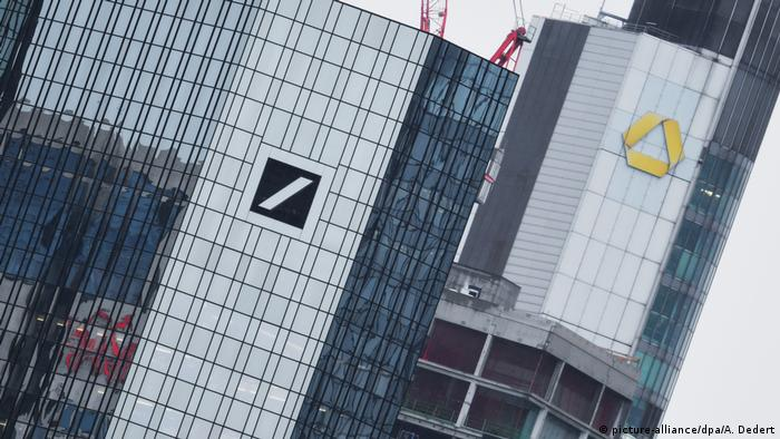 Commerzbank and Deutsche Bank logos on head offices in Frankfurt (picture-alliance/dpa/A. Dedert)