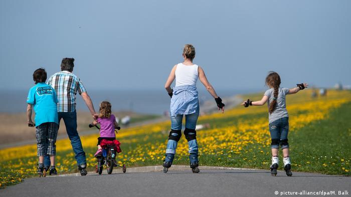 برای ۸۰ درصد از پرسششوندگان خانواده، در کنار خانواده بودن و برای خانواده تلاش کردن اهمیت دارد.