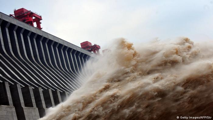 China Umwelt l Drei-Schluchten-Staudamm in Yichang (Getty Images/AFP/Str)