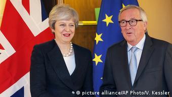 May, AB Komisyonu Başkanı Juncker ile