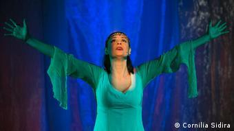 Η «Ελένη» του Γιάννη Ρίτσου ερμηνευμένη από την Βερόνικα Αργέντζη