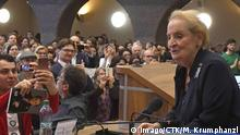 11.03.2019 +++ News Bilder des Tages Former US secretary of state Madeleine Albright presents her latest book Fascism: A Warning Former at the Charles University s Faculty of Law in Prague, Czech Republic, March 11, 2019. (CTKxPhoto/MichalxKrumphanzl) CTKPhotoP201903110860101 PUBLICATIONxINxGERxSUIxAUTxONLY kru 7