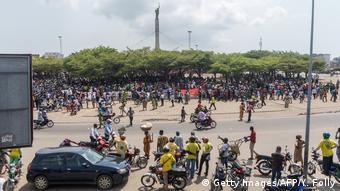 Benin Cotonou | Protest der Opposition gegen Ausschluss von Wahl (Getty Images/AFP/Y. Folly)