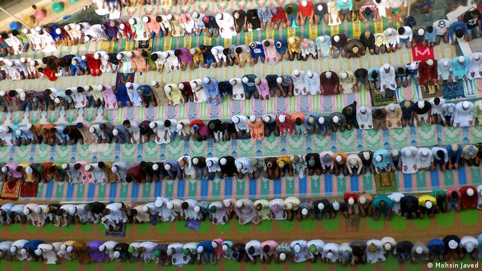 Indian Muslims praying during Ramadan