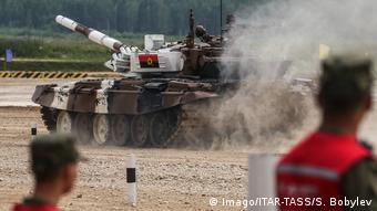 Militärübung l Angola s T 72B3 tank l Militär