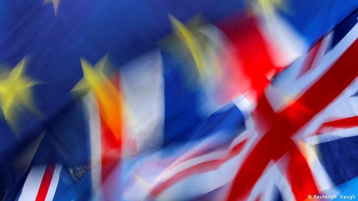UK Brexit l Britische und Europäische Flagge