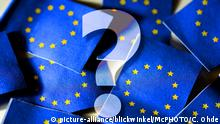 A question mark superimposed on an image of EU flags (picture-alliance/blickwinkel/McPHOTO/C. Ohde)