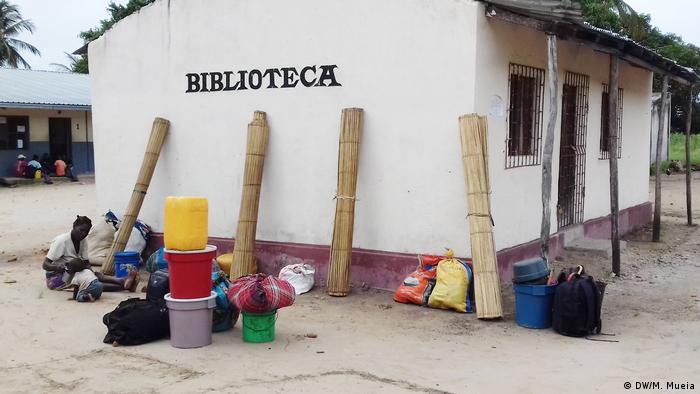 Mosambik Namacata - Umwandlung von Klassenzimmern in temporären Wohnraum (DW/M. Mueia)
