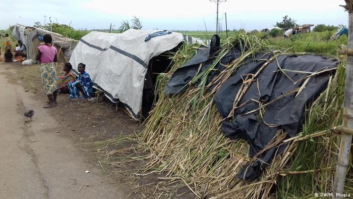Mosambik Namacata - Improvisierte Hütten (DW/M. Mueia)