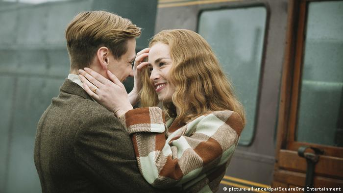 Film still - Trautmann with Freya Mavor and David Kross (picture-alliance/dpa/SquareOne Entertainment)