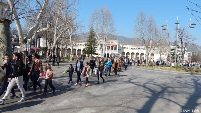 Bosnien und Herzegowina - Proteste gegen Gewalt gegen Kinder (DW/V. Soldo)