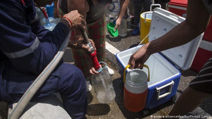 Venezuela decreta media jornada laboral por los apagones y for Cronograma de racionamiento de luz en aragua