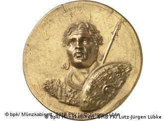 Χρυσό μετάλλιο από εκθέματα της έκθεσης στα Reiss-Engelhorn-Musseen (Αμπουκίρ 220-240 μ.Χ)
