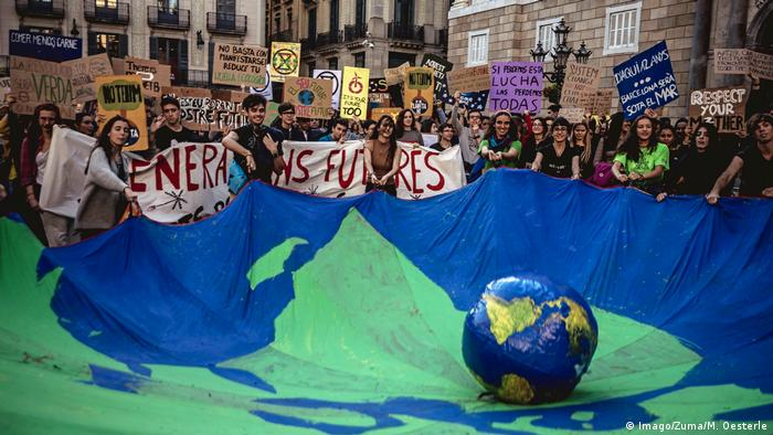 Spanien Barcelona Schüler im Klimastreik