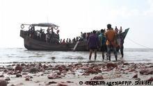 Bangladesch Rohingya werden zum Flüchtllingscamp in Bhashan Char umgesiedelt