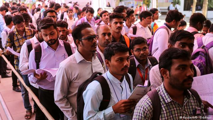 Indien junge Ingenieure auf Jobsuche (Reuters/D. Siddiqui)