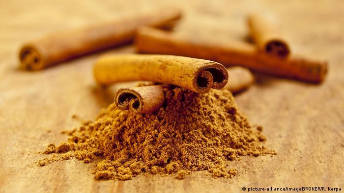 تحتوي القرفة على عدد كبير من مضادات الأكسدة وتساعد في تجديد العضلات.