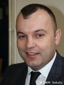 Bosnien und Herzegowina | Mladen Grujičić, Bürgermeister von Srebrenica (DW/M. Sekulic)