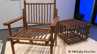 Stuhl und Tisch aus Bambusrohr, Bauhaus Imaginista Ausstellung in Berlin