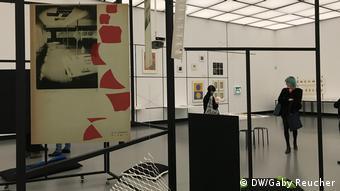 Ausstellungsraum mit Kunst aus Japan und China, Bauhaus Imaginista Ausstellung in Berlin