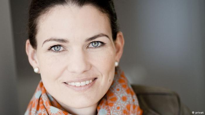 La sicóloga Cornelia Betsch aboga por ofrecer más información sobre los riesgos de la vacunación.