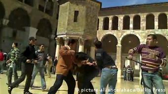 Οι πρώτες διαδηλώσεις διαμαρτυρίας κατά του Ασάντ αντιμετωπίστηκαν με πρωτοφανή βία από το καθεστώς Ασάντ