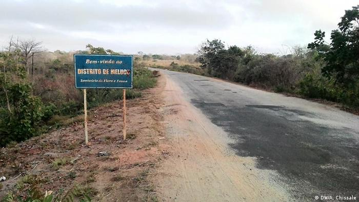 Mosambik Ortsschild des Ortes Meluco