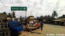 2018 Schild in Chai zum Abzweig Richtung Mucojo an der Nationalstraße EN 243 in Nord-Mosambik in der Provinz Cabo Delgado